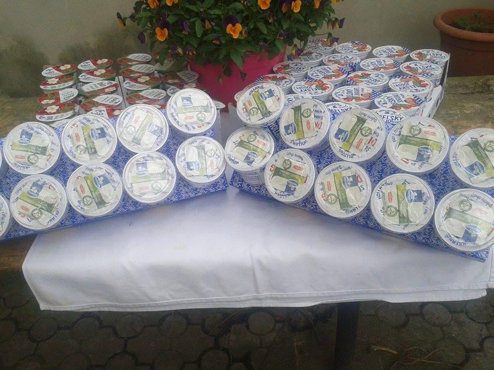 Pro každý subjekt je připraven dárek od firmy HOLLANDIA a.s. nové výrobky - bílí jogurt s dresingem a šípkový jogurt